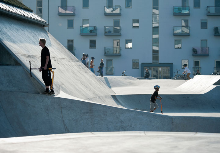 Detail of StreetDome, a project by CEBRA Architecuture - Denmark. People with scooters.