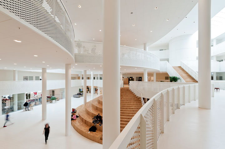 Atrium view of HF & VUC Fyn from the first floor. The adult education center is designed by CEBRA Architecture.