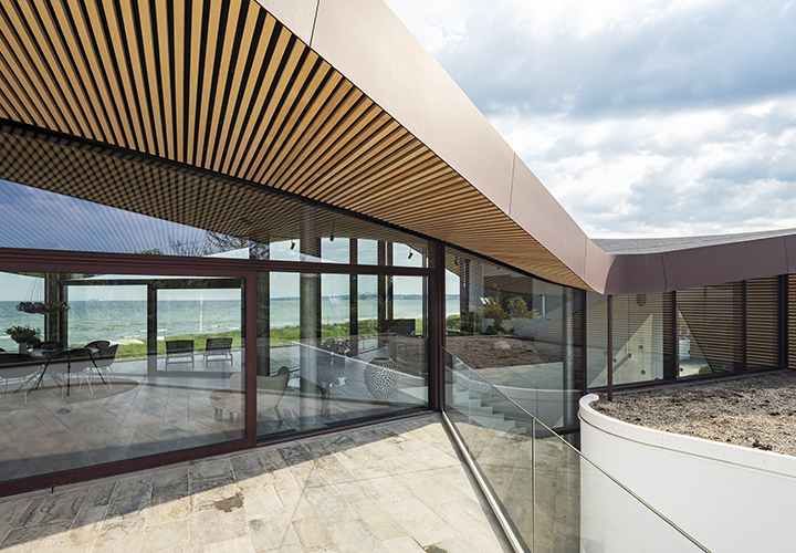 view from the courtyard through the transparent central living space and on to the water